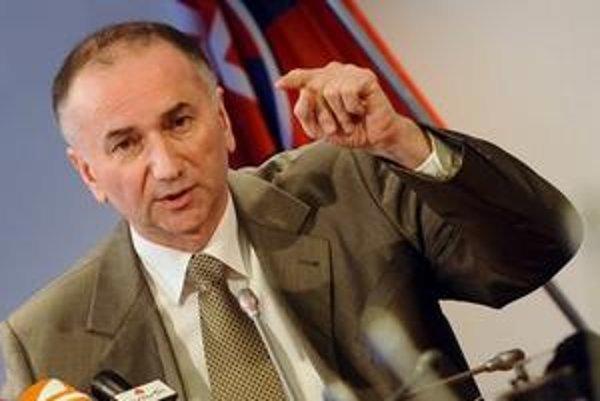 Minister Jurzyca predpokladá, že garanciou viacerých ľudí miesto jedného sa zníži napätie.