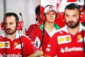 Mick Schumacher by mohol vo Ferrari napodobniť svojho otca.