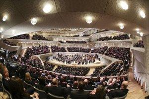 Slávnostného otvorenia budovy Labskej filharmónie v severonemeckom prístavnom meste Hamburg.