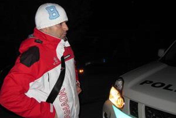 """Jaromír Ruda. Šéfa SDV vypočúvala polícia aj deň pred konaním komunálnych volieb, keď v Štrbe v čase moratória roznášal letáky proti jednému z kandidátov. Bolo to v čase, keď sa kvôli """"péenke"""" niekoľkokrát nedostavil na pojednávanie banskobystrického súdu"""