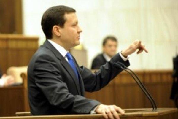 Lipšic nebude o odpočúvaní poslancov hovoriť. Od Smeru, ktorý ho opakovane obviňuje, pýta dôkazy.