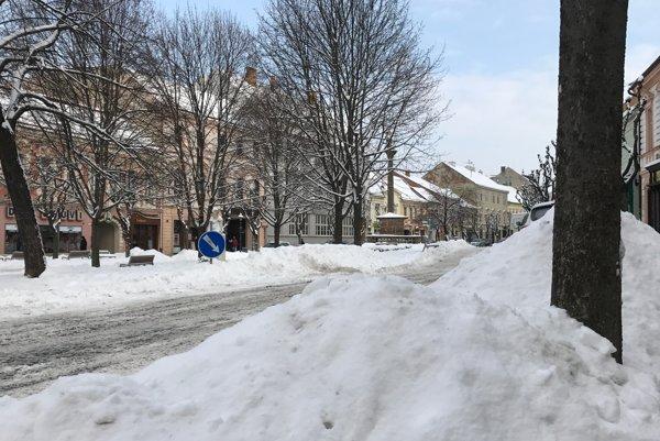 Tento rok do Trenčína zavítala zima až po začiatku roka.