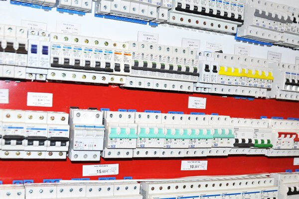 Výška paušálnych záloh za elektrinu sa vypočítava podľa ističa.
