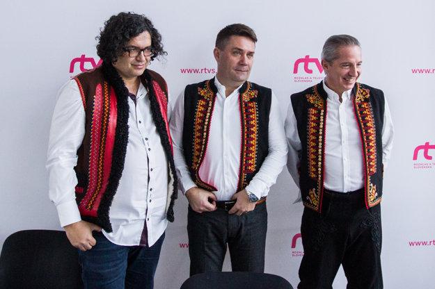Režisér Peter Ńuňéz, programový riaditeľ Tibor Búza a šéf RTVS Václav Mika.