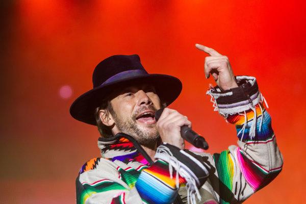 Spevák kapely Jamiroquai Jay Kay na koncerte v Košiciach.