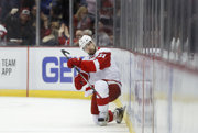 Tomáš Tatar oslavuje svoj gól do siete Bostonu Bruins.