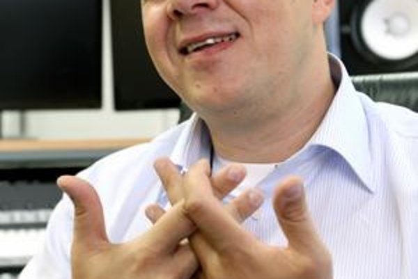 Bývalý riaditeľ STV a bubeník kapely Bez ladu a skladu Richard Rybníček býva spájaný s KDH. Primátorom Trenčína sa však chce stať ako nezávislý.