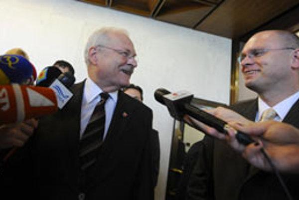 Na snímke vľavo prezident SR Ivan Gašparovič a vpravo predseda NR SR Richard Sulík