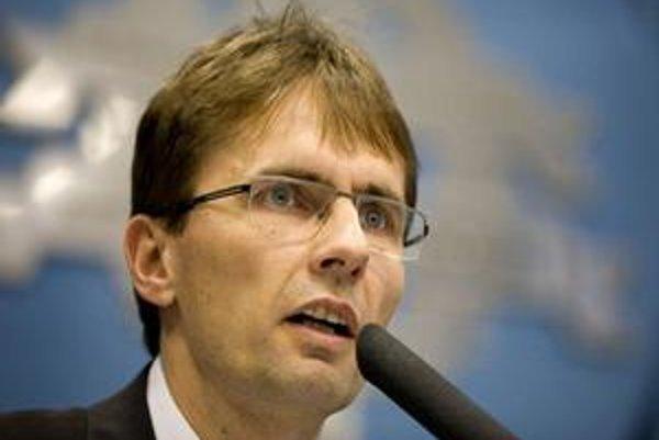 Minister obrany Galko je presvedčený, že armáda uzavrela nevýhodné zmluvy v prospech firiem blízkych strane Smer.