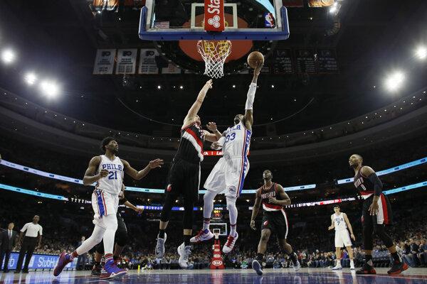 Basketbalisti Philadelphie 76ers zdolali v noci na sobotu v zámorskej NBA Portland Trail Blazers najtesnejším rozdielom 93:92.