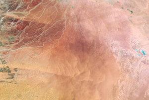 Púšť v údolí Sirhán v Saudkej Arábii. Snímka z 2. februára 1986.