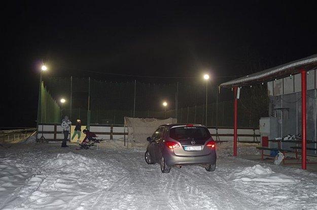 Majú taký malý dedinský zimný štadión. Keby boli nové šatne, sú dokonale spokojní.