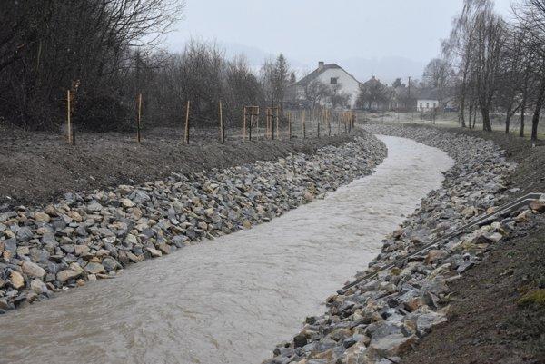 Koryto rieky po dokončení protipovodňovej úpravy jeho kapacity.