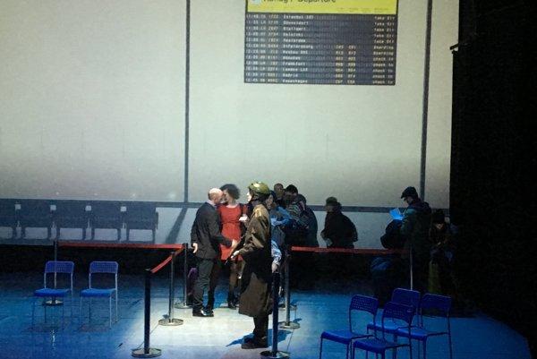 V inscenácii Projekt Onegin účinkujú  Ľubo Burgr, Daniela Gudabová, Lucia Fričová, Inge Hrubaničová, Lucia Arendášová Barcziová, Milan Chalmovský, Vlado Zboroň a zbor Musica Falsa et Ficta.