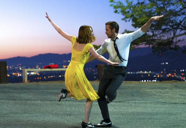 La La Land. V ideálnom prípade by si mohli tvorcovia a herci odniesť štrnásť sošiek.