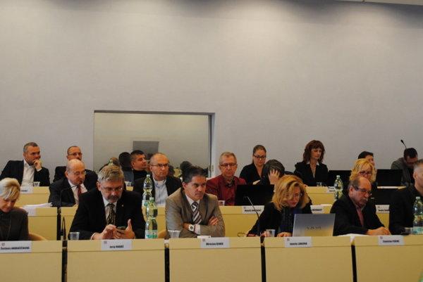 Prešovskí poslanci nakoniec odsúhlasili väčšinu investícií.