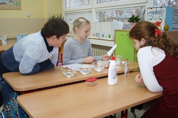Žiaci počas blokového vyučovania pracujú samostatne.