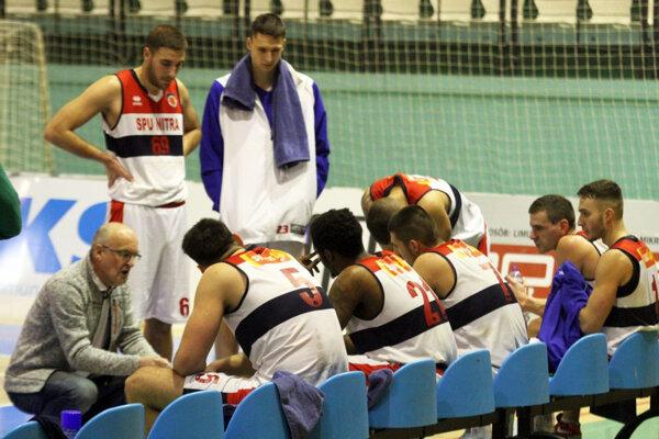 V stredu bolo na zápase len osem zdravých Nitranov, na sobotu však ďalší vypadli, a tak je zápas v Košiciach odložený.