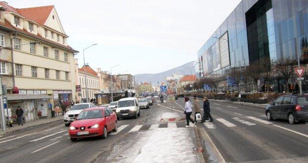 Tento priechod pre chodcov dalo mesto nasvetliť.