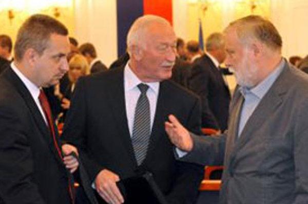 Členovia Občianskej konzervatívnej strany zľava podpredsedovia -  Ondrej Dostál, František Šebej  a  predseda OKS Peter Zajac , ktorí boli na kandidačnej listine Most-Híd.