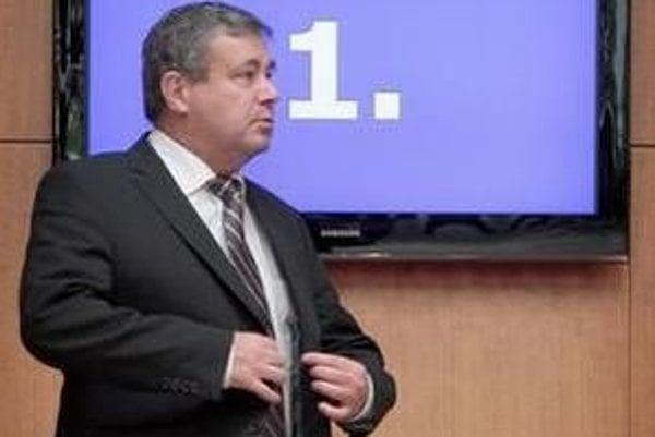 Minister školstva Ján Mikolaj z SNS ide v šľapajach svojich kolegov ministrov zo strany Jána Slotu. Aj on na poslednú chvíľu podpísal podozrivú zmluvu.