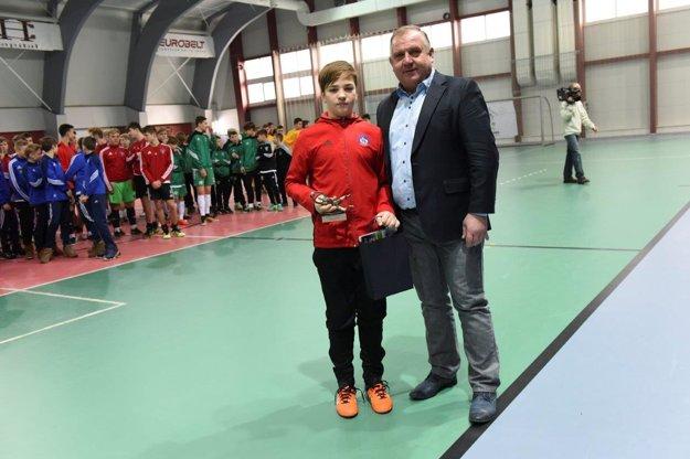 Oliver Lapoš - najlepší brankár turnaja mladších žiakov.