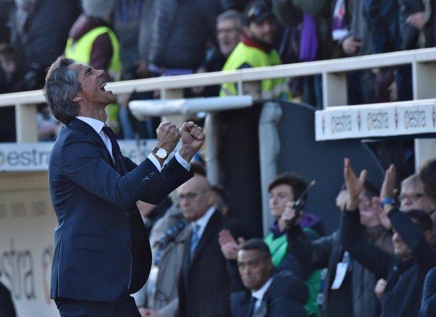 Tréner Fiorentiny Paulo Sousa sa teší z gólu do siete Janova.