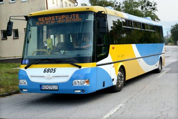 Elektrobusy SOR EBN 10,5. DPMK tvrdí, že ich odstavil v súvislosti s inštaláciou rýchlonabíjačiek.