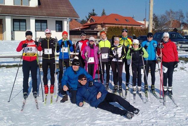 Účastníci druhého ročníka biatlonu, ktorý organizoval klub SMTA Nitra.