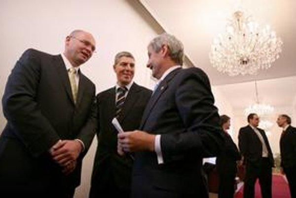 Richard Sulík (vľavo) nechce Mikuláša Dzurindu ako lídra spoločnej kandidátky koalície SDKÚ a SaS. Dzurindovi ľudia mu odkazujú, nech odpovie seriózne.