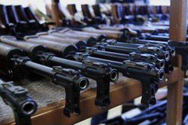 Medzi zbraňami, ktoré ľudia prinesú polícii, dominujú funkčné.