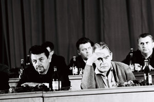 Básnik Laco Novomeský (vpravo) bol kvôli tzv. buržoáznemu nacionalizmu odsúdený spolu s Gustávom Husákom, Ivanom Horváthom, Danielom Okálim a Ladislavom Holdošom.