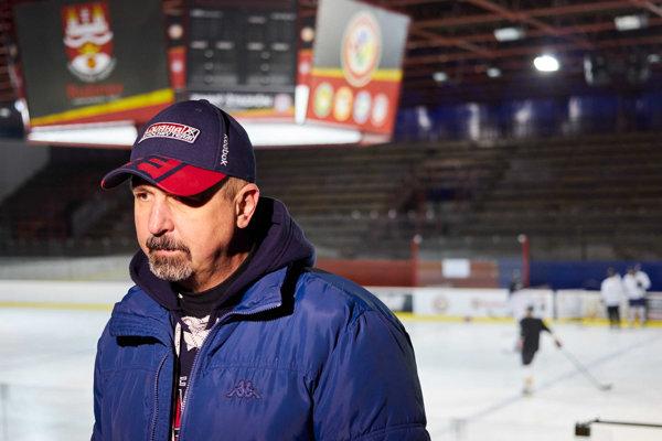 Tréner slovenskej hokejovej reprezentácie Zdeno Cíger.