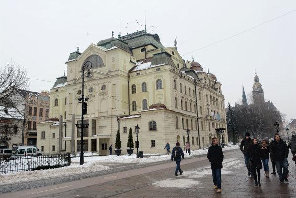 Historická budova košického divadla.