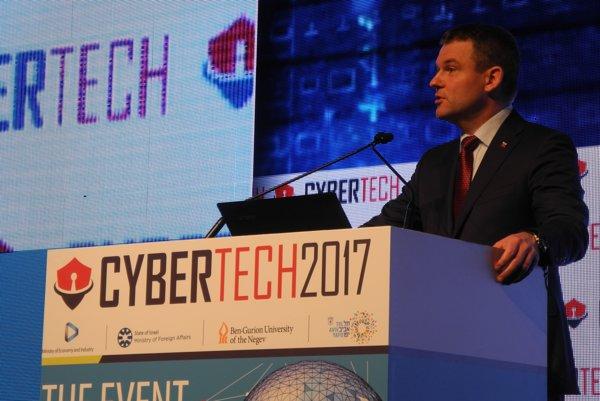 Peter Pellegrini počas otvorenia svetovej konferencie CyberTech 2017 v Tel Avive.