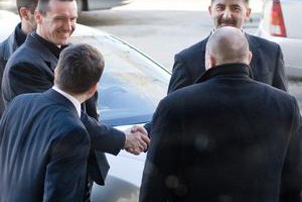 Obžalovaní Patrik Vidašič (vľavo) a Marián Gaál (vpravo) sa včera po súde smiali.