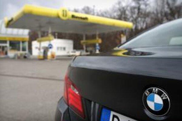Jeden zo zamestnancov Úradu pre ochranu ústavných činiteľov tvrdí, že niektorí šoféri kšeftujú s pohonnými látkami.