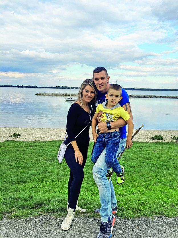 S manželom Tomi a ich synom