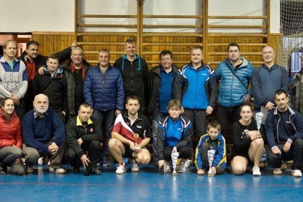 Účastníci turnaja v Rosine.
