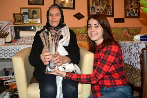 Babičku apravnučku delí 86 rokov života. Babke Imre pomáha aj pravnučka Kinga Tegdesová (24).