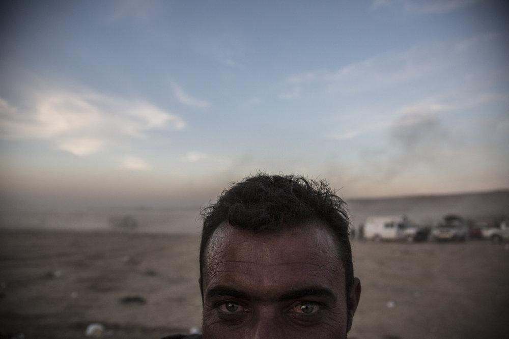 Kurdský tankista na prednej línii.