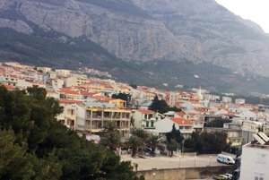 Makarská je mesto v strednej Dalmácii, žije v ňom 14-tisíc obyvateľov a je známe najmä ako turistické letovisko a centrum Makarskej riviéry.