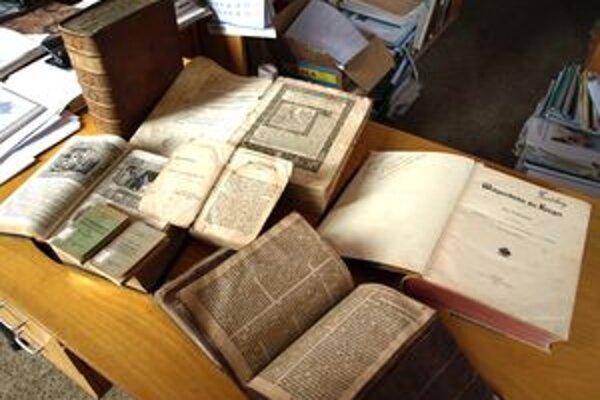 Knižnica má pre zámok historickú hodnotu.