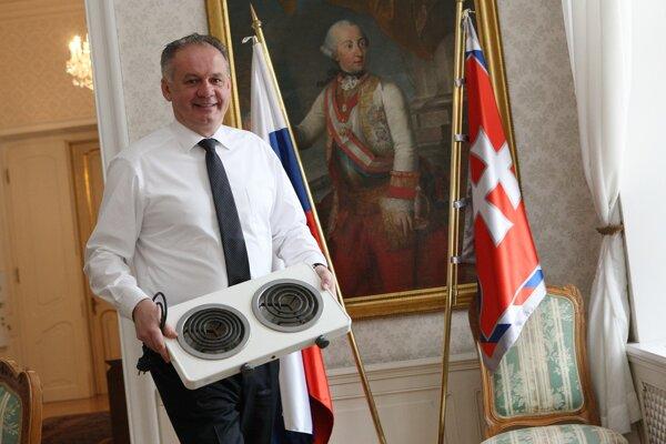 Andrej Kiska. Schusterovu dvojplatničku venuje múzeu.