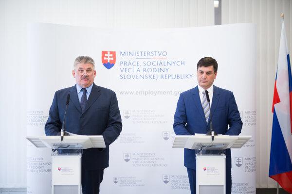 Minister práce, sociálnych vecí a rodiny SR Ján Richter a štátny tajomník Ministerstva práce, sociálnych vecí a rodiny SR Braňo Ondruš.