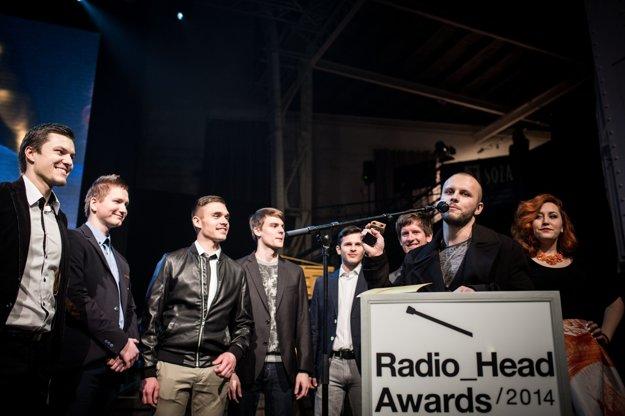 Fallgrapp si preberá cenu na cermoniáli Radio_Head Awards.