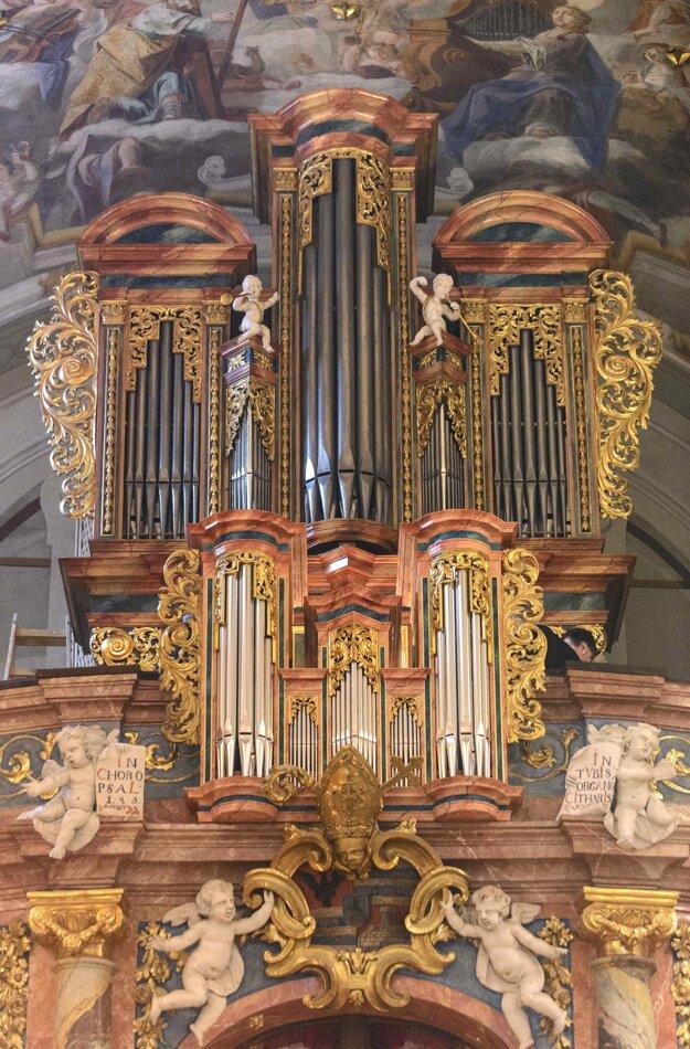 Vynovený katedrálny organ.