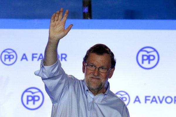 Španielsky premiér Mariano Rajoy obhájil v sobotu večer post predsedu vládnej konzervatívnej Ľudovej strany (PP) aj na štvrté funkčné obdobie.