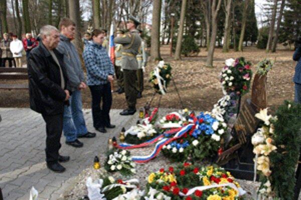 Po troch rokoch od explózie spomínali ľudia na osem obetí tejto tragédie.