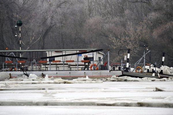 Záchranárske práce na rieke Tisa.